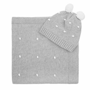 Knitted set with grey blanket and cap